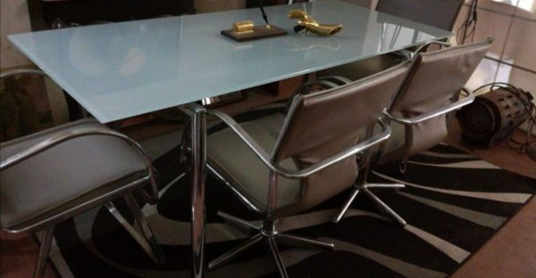 Tavolo design più sedie Arredamento d'epoca