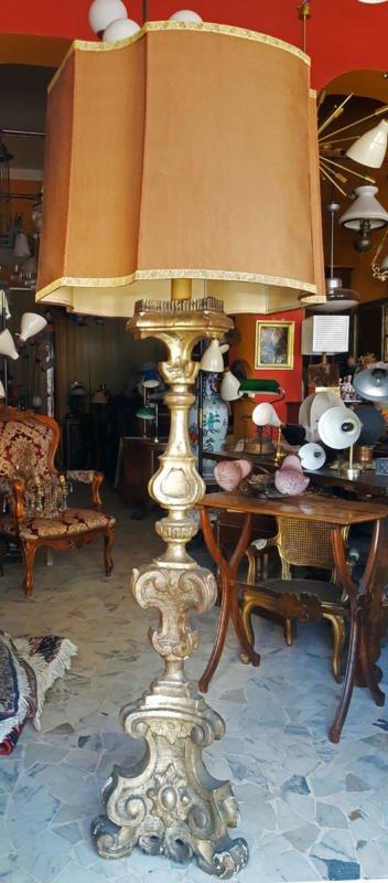 originale Candeliere in legno dorato