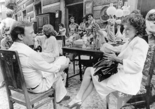 Dal film di Comencini, Jacqueline Bisset (Anna Carla Dosio) e Jean-Louis Trintignant (Massimo Campi) al Balon. Il commissario Santamaria è interpretato da Marcello Mastroianni.