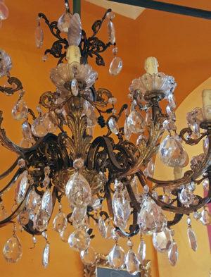 lampadario con gocce in cristallo a 12 luci dettagli