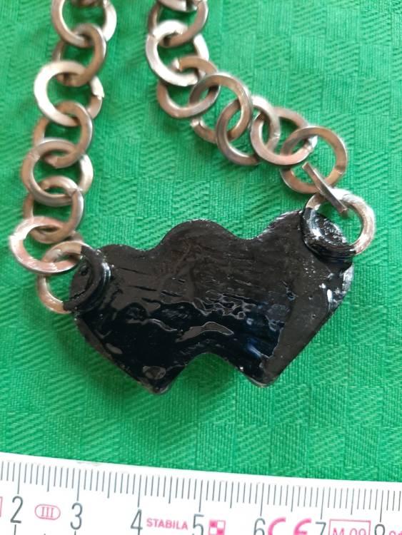 Collana doppio cuore nero con teschio bianco catena metallica maglie grandi