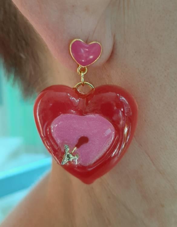 orecchini cupido handmade resina dettaglio cuoricini