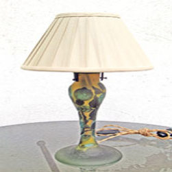 Lampada con paralume beige-verde